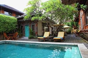 The swimming pool at or close to Sunhouse Guesthouse