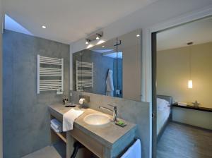 A bathroom at Cottage 1956 - Maison d'hôtes