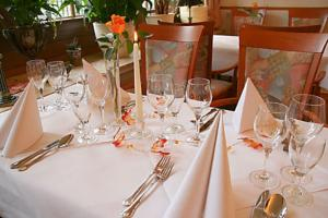 Ein Restaurant oder anderes Speiselokal in der Unterkunft Landgasthof Groh