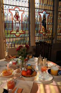 A restaurant or other place to eat at Château de Nieuil, The Originals Collection (Relais du Silence)