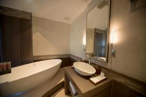 A bathroom at Royal Blues Hotel