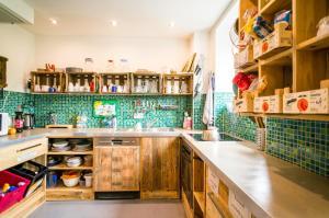 Küche/Küchenzeile in der Unterkunft Babelfish Hostel