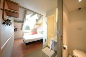 A bed or beds in a room at ibis budget Brive La Gaillarde