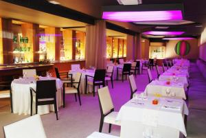 A restaurant or other place to eat at Hotel Zlaty Dukat