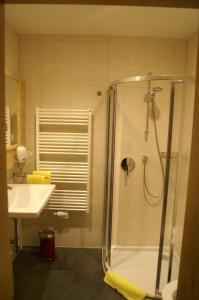 Ein Badezimmer in der Unterkunft Scharmerhof