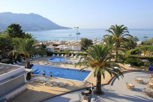 Vaade basseinile majutusasutuses Hotel Montenegro või selle lähedal