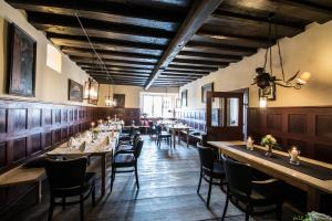 Ein Restaurant oder anderes Speiselokal in der Unterkunft Hotel Schloss Neuburg - Hoftaferne