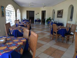 A restaurant or other place to eat at Casa da Ponte Hotel