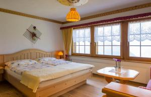 A bed or beds in a room at Alpenhotel zur Wildi