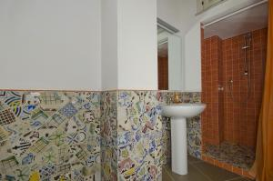 A bathroom at Residence Erice Pietre Antiche & rooms