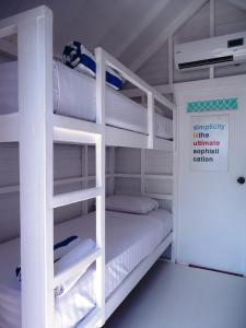 A bunk bed or bunk beds in a room at Le Pirate Beach Club Nusa Ceningan