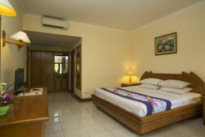 A bed or beds in a room at Parigata Resorts and Spa