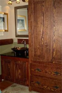 A kitchen or kitchenette at Fleetwood House Bed and Breakfast