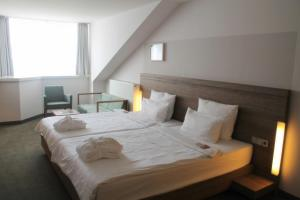 A bed or beds in a room at Hotel Stadtpalais