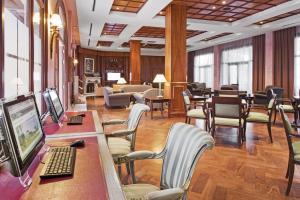 Un restaurante o sitio para comer en Elba Palace Golf & Vital Hotel - Adults Only