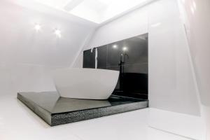 Un baño de Santa Cruz Apartments
