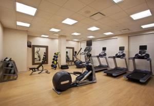 The fitness centre and/or fitness facilities at Courtyard by Marriott Orlando South/Grande Lakes Area