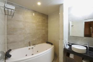 A bathroom at Hotel B