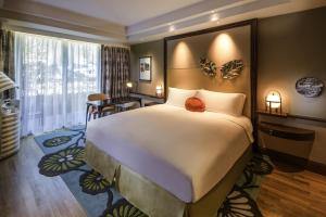 A bed or beds in a room at Sofitel Singapore Sentosa Resort & Spa (SG Clean)