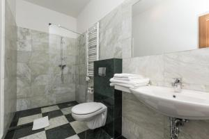 A bathroom at Grottger Luxury Boutique Hotel City