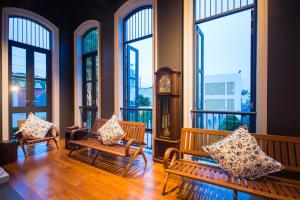 A seating area at Little Nyonya Hotel