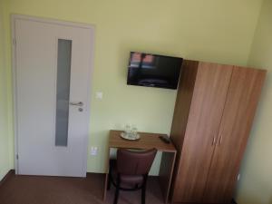 Televízia a/alebo spoločenská miestnosť v ubytovaní Penzión Šport