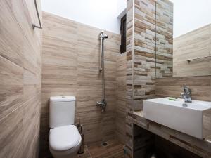 Ett badrum på Mojito Beach Rooms