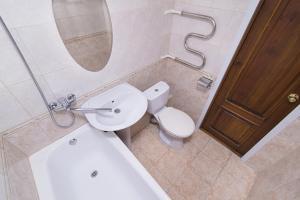 """Ванная комната в """"SelimVseh"""" at Shchorsa"""
