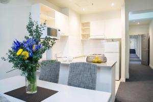 A kitchen or kitchenette at Hotel Collins