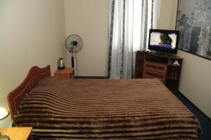 Кровать или кровати в номере Dvorik na Yamskoy