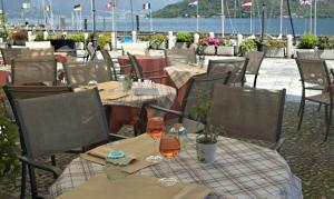 A restaurant or other place to eat at Hotel Cannobio