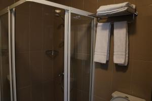 A bathroom at Hotel Aviation
