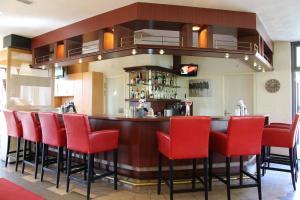 The lounge or bar area at Bastion Hotel Leiden Voorschoten