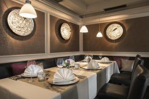 Ein Restaurant oder anderes Speiselokal in der Unterkunft Best Western Hotel Windorf