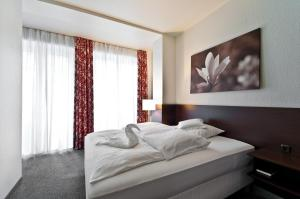 A bed or beds in a room at Hotel & Spa Am Oppspring