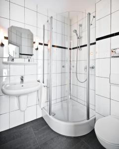 A bathroom at Hotel & Spa Am Oppspring