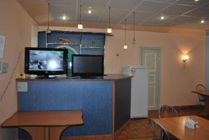 Телевизор и/или развлекательный центр в Гостиница Караидель