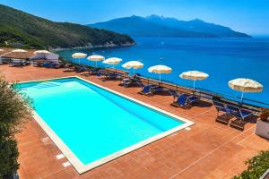 A view of the pool at Hotel Paradiso or nearby