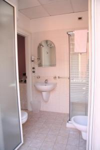 A bathroom at Central Hotel