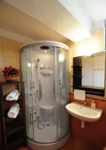A bathroom at Emese Vendégház Noszvaj
