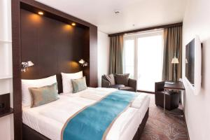A bed or beds in a room at Motel One Wien-Hauptbahnhof