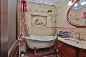 Ванная комната в Lakshmi Apartment Boulevard 3-Bedroom