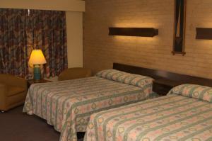 Кровать или кровати в номере Downeast Motel