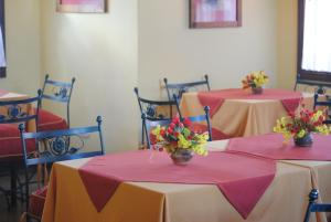 A restaurant or other place to eat at Hotel Campanilla