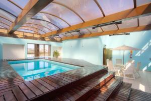 The swimming pool at or near Bristol Upper Residence Hotel