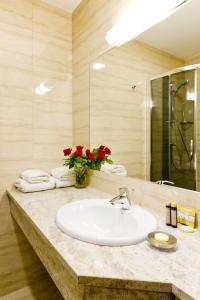 A bathroom at Hotel Columbus