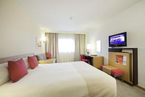 A bed or beds in a room at Novotel Sheffield Centre