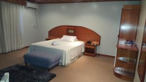 A bed or beds in a room at Cristal Executive Hotel