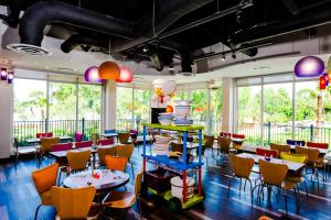 A restaurant or other place to eat at LEGOLAND® Florida Resort