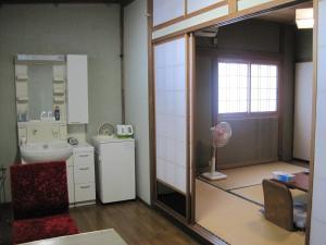 A bathroom at Suminoe Ryokan